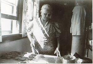 Grandma Anna Kvinge